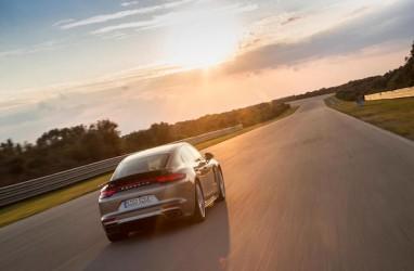 Porsche Panamera Hybrid Akan Dipamerkan di Geneva Motor Show 2017
