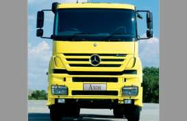 Mercedes Benz Kenalkan 4 Truk Baru di Balikpapan