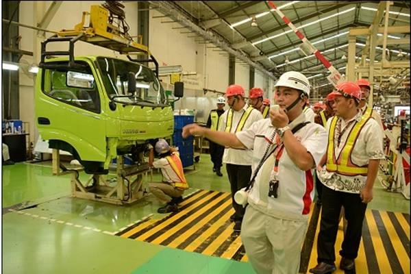 Pabrik Hino Indonesia di Purwakarta. - .Hino