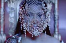 Desain Topeng Karya Rinaldy Yunardi Dipakai Nicki Minaj