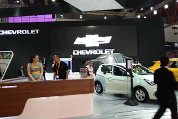 Suasana booth Chevrolet di arena Indonesia International Motor Show (IIMS) 2017. - JIBI/Nurudin Abdullah