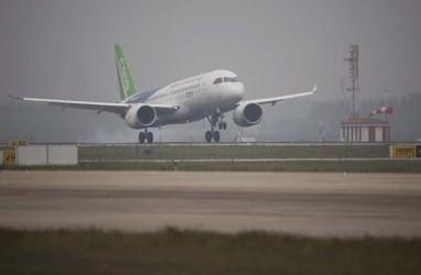 Pesawat Penumpang China Terbang Perdana