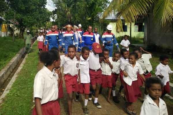 Gambar Kegiatan Anak Sekolah Dasar Gelar Kegiatan Mengajar Pertamina Sasar Sekolah Dasar Hingga Papua Entrepreneur Bisnis Com