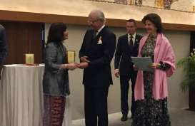 Shinta Kamdani Terima Penghargaan dari Raja Swedia Carl XVI Gustaf