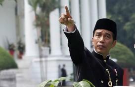 Blusukan ke Rawa Bebek, Jokowi Ikut Bagi-Bagi Sembako Bareng BRI