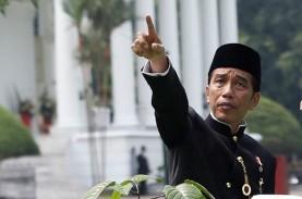 Blusukan ke Rawa Bebek, Jokowi Ikut Bagi-Bagi Sembako…