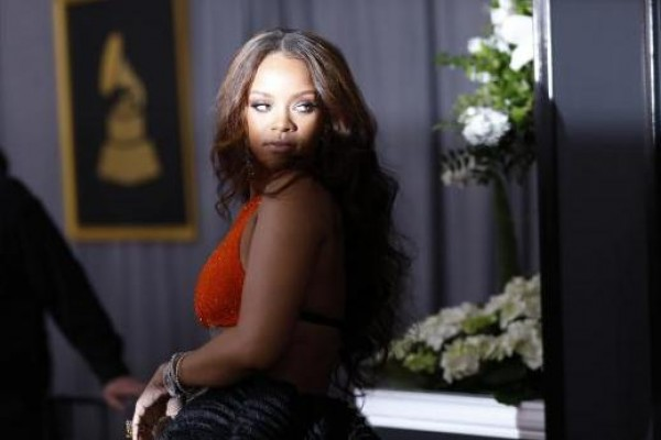 Penyanyi Rihanna tiba di red carpet Grammy Awards ke-59, Minggu (12/2/2017).  - Reuters