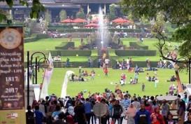 Selama Libur Lebaran, Petugas Kebersihan di Kebun Raya Bogor Ditambah