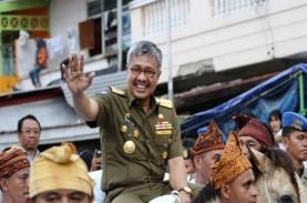 Gubernur Sultra Ditahan, Pendukung Menangis