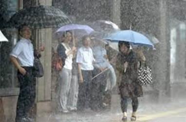 Satu Pria Tewas, Dua Wanita Luka, dan 11 Hilang Akibat Hujan Deras