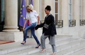 Beda 35 Tahun, Keren Mana Brigitte Macron atau Rihanna?