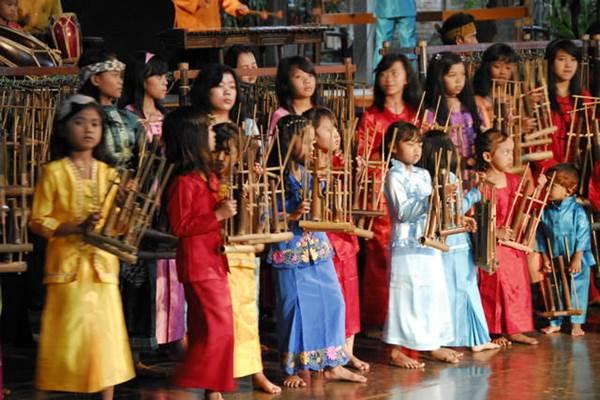 Angklung Saung Udjo - Indonesiatravel