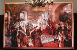 KONSERVASI BENDA SENI: Menyelamatkan Koleksi Lukisan Istana