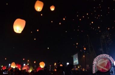 4.000 Lampion Hiasi Langit Dieng Malam Ini