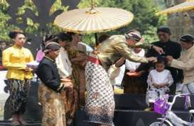 Dieng Culture Festival 2017 : Ganjar Pranowo Cukur Anak Gembel