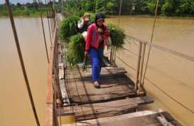 PRASARANA DAERAH : PUPR Bangun 13 Jembatan Gantung