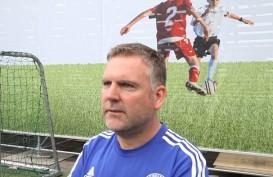 3 Pelatih Chelsea FC Foundation Melatih Anak-anak Ketapang