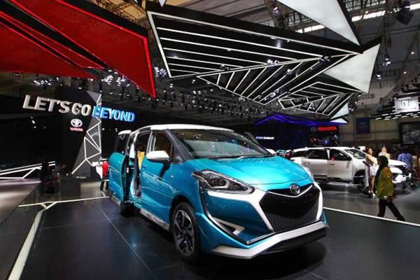 Mobil Toyota Sienta Limited Edition dipamerkan pada ajang Gaikindo Indonesia International Auto Show (GIIAS) 2017 di Tangerang Banten, Jumat (11/8). - JIBI/Dwi Prasetya