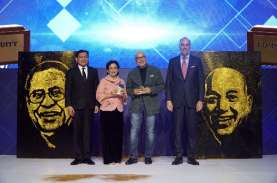Alm. Robby Djohan & Peter F. Gontha Raih Penghargaan…