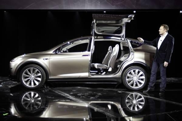 CEO Tesla Motors Elon Musk dan SUV Model X - Istimewa