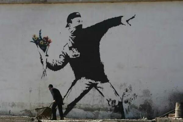 Salah satu mural kaya banksy - Istimewa