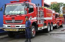 10 Pasang Pengantin Gelar Pernikahan di Mobil Pemadam Kebakaran