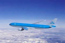 Potongan Sayap KLM Jatuh Dari Langit Menimpa Mobil