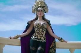 Ini Dia Perancang Busana Mewah Agnez Monica di Videoklip 'Long As I Get Paid'