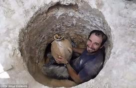 Arkeolog Temukan Guci Kuno, Isinya...