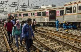 KRL Anjlok di Manggarai: Roda Depan ke Sudirman, Roda Belakang ke Cikini