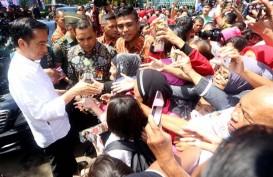 Jokowi Bagi Kartu PKH dan KIP di Semarang