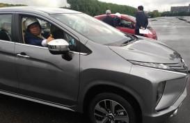 Begini Gaya Menperin Airlangga Hartarto Test Drive Mitsubishi Electric Vehicle
