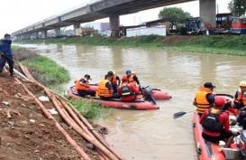 Anies Melayat Korban Banjir yang Meninggal di Cipete Utara