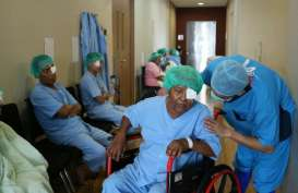 Jakarta Eye Centre Gelar Operasi Katarak Gratis