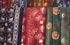 Desainer Barli  Asmara Serukan Kepedulian untuk Pengrajin Kain Tradisional