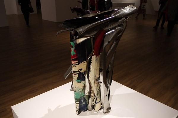Karya seniman John Chamberlain berjudul 1 Moxie di Museum MACAN, Jakarta - Bisnis Indonesia / Dika Irawan