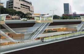 Dinding Beton Jalur MRT Jatuh. Timpa Dua Motor dan Satu Mobil di Panglima Polim