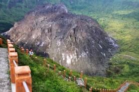 Polisi dan Relawan Cari Sembilan Pendaki Gunung Kelud