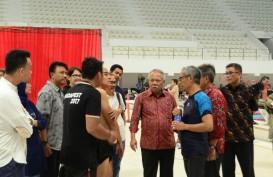 Cek Kesiapan Venue Renang di GBK, Menteri Basuki Langsung Nyemplung