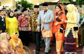 Jokowi & Iriana Menari Tortor di Puncak Pesta Pernikahan Bobby-Kahiyang