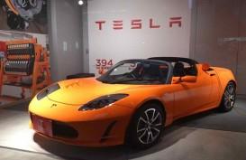 Tesla Roadster Hebohkan Publik Otomotif