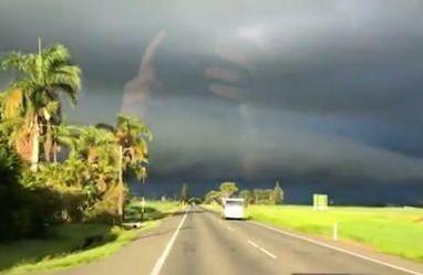 Penampakan 'Tangan Tuhan' Terlihat di Langit Australia, Asli Atau Ilusi Optik?