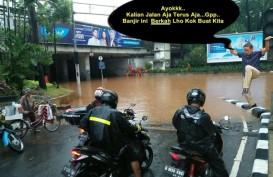 "Jakarta Banjir, Meme Sandi ""Jurus Bangau"" dan Komentar Kocak Warganet"
