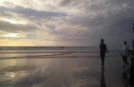 Jokowi Nikmati Pantai Kuta Bali