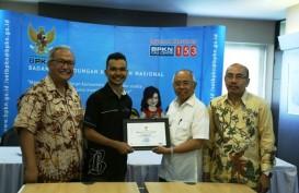 Bisnis.com Raih Penghargaan dari Badan Perlindungan Konsumen Nasional