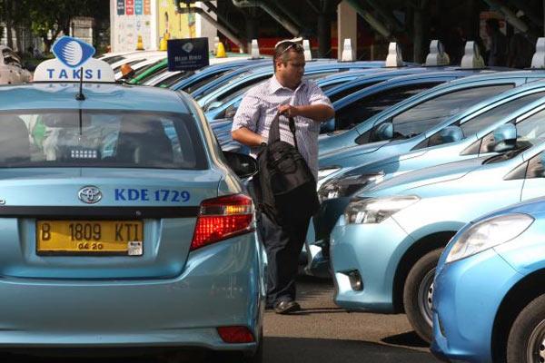 Deretan Taksi Blue Bird. - Bisnis.com