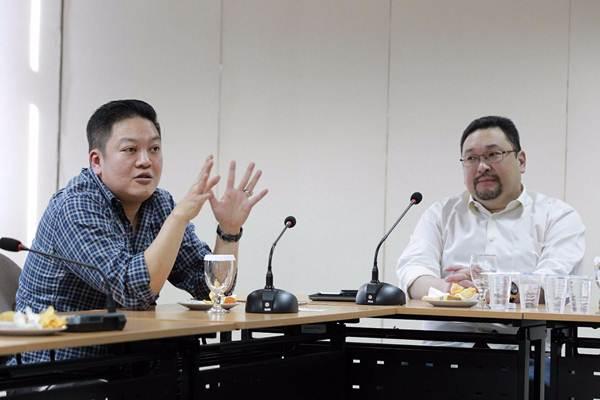 Direktur PT Borneo Olah Sarana Sukses Widodo Nurly Sumady (kiri), memberikan paparan didampingi Komisaris Johannes Halim, saat kunjungan ke redaksi Bisnis Indonesia Jakarta, Kamis (7/12). - JIBI/Dwi Prasetya