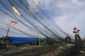 BELUM BISA MELAUT : Nelayan Cantrang Minta Payung…