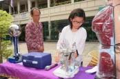 Hino Sumbang Alat Laboratorium SMP Yos Sudarso Purwakarta