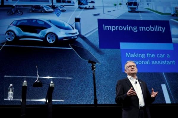 Werner Struth dari Bosch menjelaskan kemitraan dengan Daimler.  - Reuters